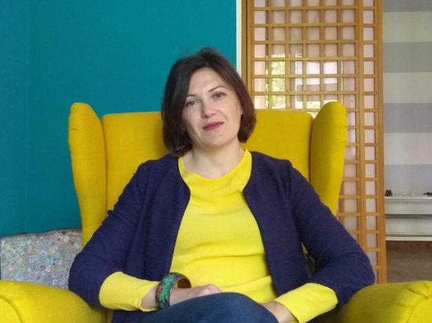 Tiziana Grasso, psicologa, seduta in colloquio